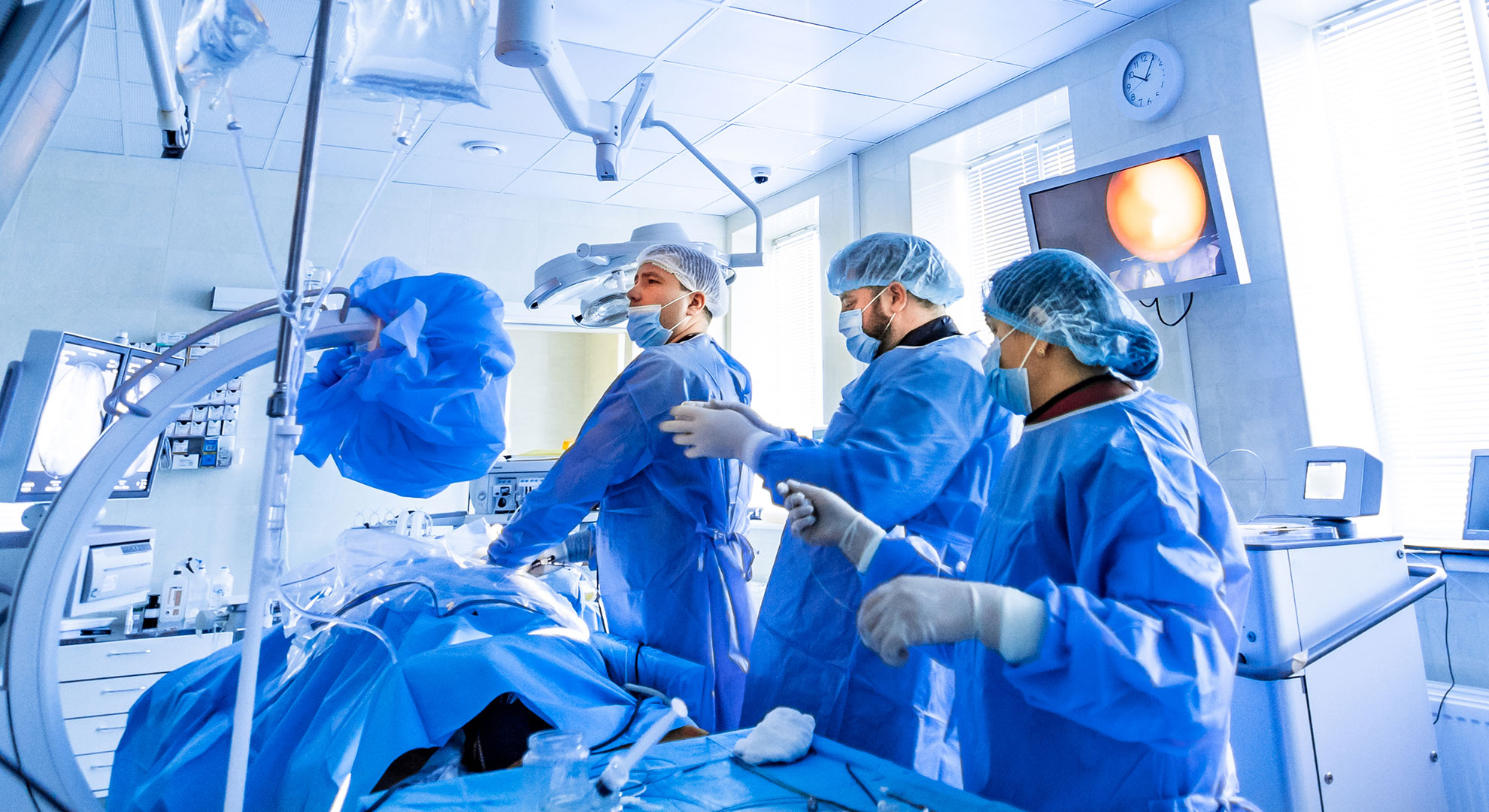 Air purification in operating rooms